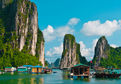 Halong-Bay--Floating-villag