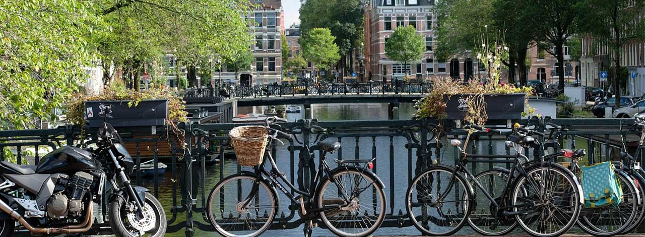 amsterdam-canals-bikes