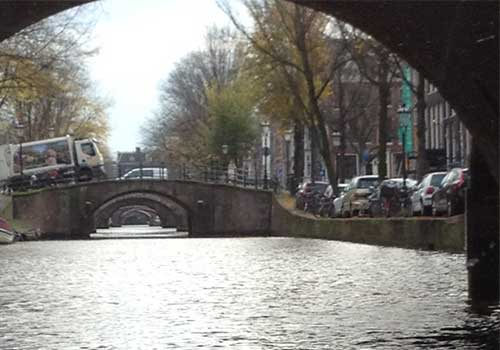 amsterdam-canals=tunnel-love