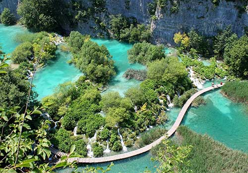 Plitvice-Lakes-Trail-over-lake