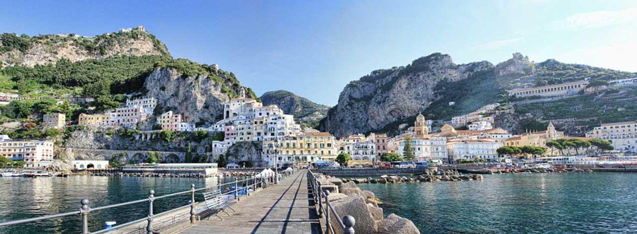 Amalfi-Coast-fishing-boats