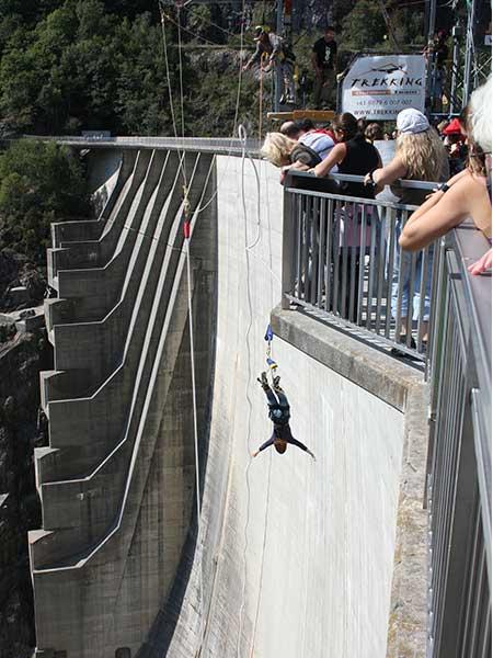 bungee-jumping-Verzasca