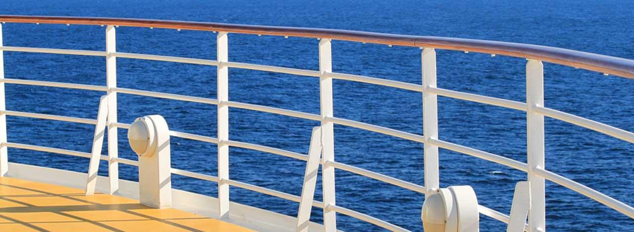 Small ship cruising - Deck rail