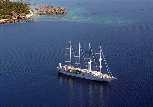 Small-ship-cruising-sailing ship