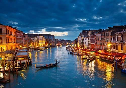 Romantic-Venice-Gondolas-Night
